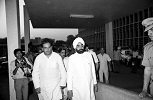Rajiv Gandhi's cousin and confidante Arun Nehru (left) with the Indian president Giani Zail Singh outside AIIMS on 31 October 1984